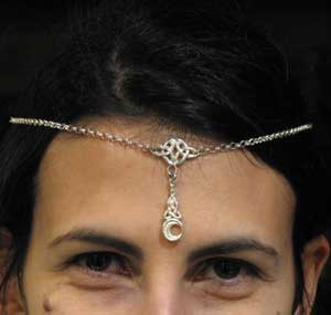 Little crown with celtic knoth and pendant
